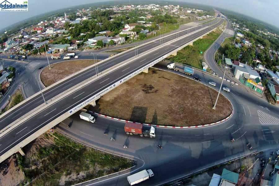 Long Thành có 5 tuyến đường cao tốc chính, đường vành đai 3, 4 đi qua